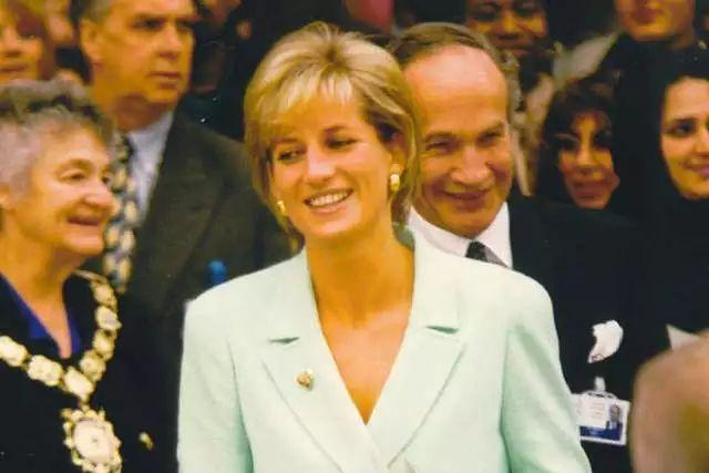 Princess Diana. Credit: Pulseman via Flickr CC BY NC ND 2.0.