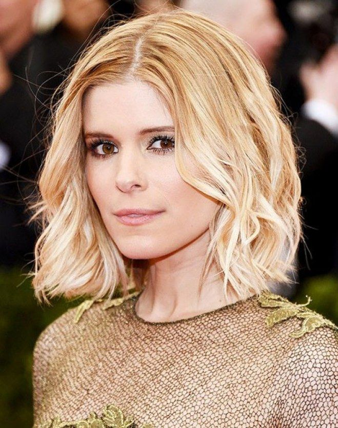 Tagli capelli folti: caschetto medio-corto leggermente ondulato