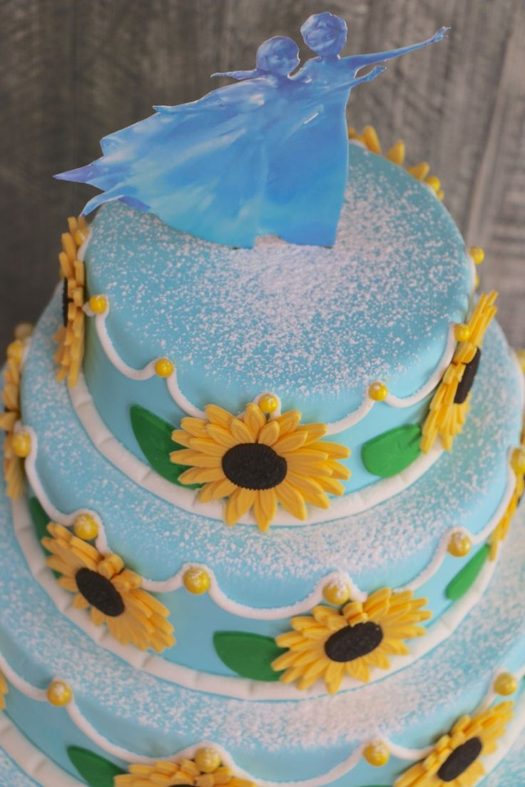 We all know  FROZEN was a massive success so when Cinderella came out with the new Frozen Fever short film before it, I knew I had to recreate the gorgeous birthday cake that Olaf sneaks a bite ...