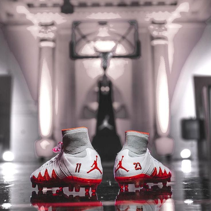 x Jordan: Nike Hypervenom