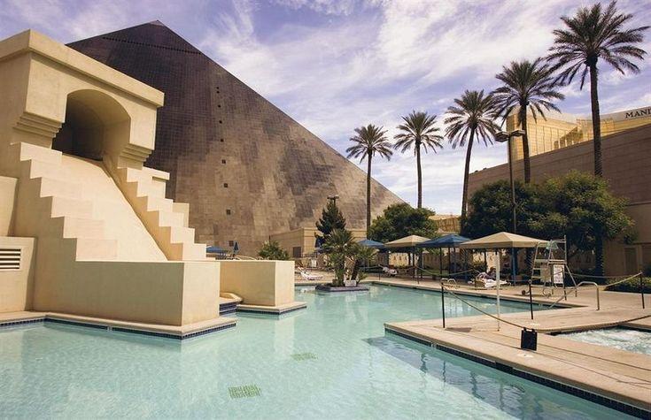 Luxor Hotel Las Vegas pool pyramid Egyptian theme Palm trees