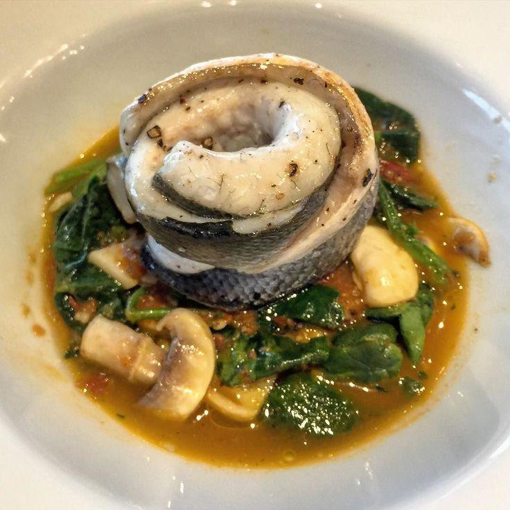 Restoran için yeni ürün denemeleri;  Az çektirilmiş balık suyunda pişmiş diri mantar ve ıspanak yatağı üstünde ızgara deniz levreği  Yok böyle birşey parmaklarınızı yersiniz.  #seabass #fish #levrek #healthy #fishstock #mushrooms #spibach #aldente #casualfineeating #yummy #foodie #finefood #healthyfood #healthy #fresh #adreamlunch #casualfinedining #hubistanbul