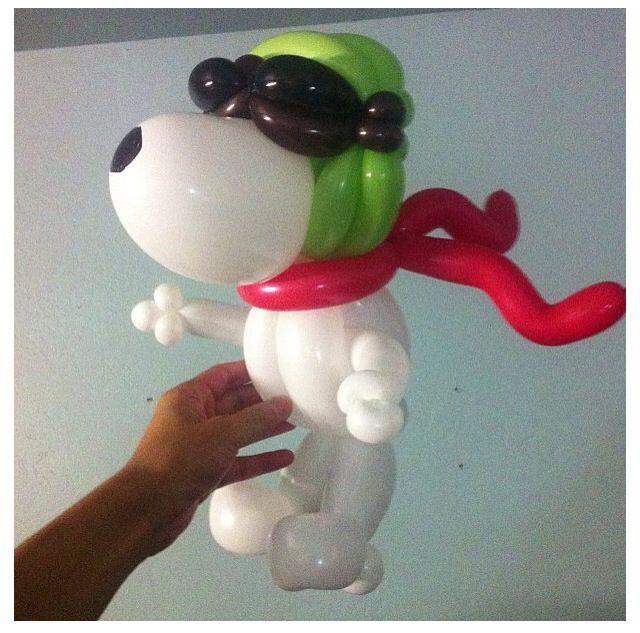 Balões - mais uma ideia para a sua utilização.   http://balaomania.pai.pt/ https://www.facebook.com/balaomania Snoopy balloon sculpture. Omg this is amazing!!