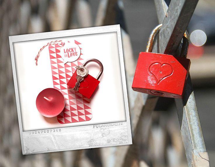 Love Lock! Vereeuwig de liefde door samen een liefdesslot aan een brug te hangen. Inclusief wenskaartje en wenslichtje.