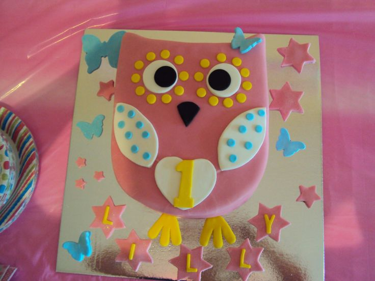 This was for my daughters first birthday cake. It was an owl too, cause that was the theme. Mummy likes owls! Was a bit harder than the round one. It was 3 layered chocolate cake with chocolate ganache. I had not used ganache before to crumb a cake but it works well. I used fondant on this one for all the decorations. Was really easy.