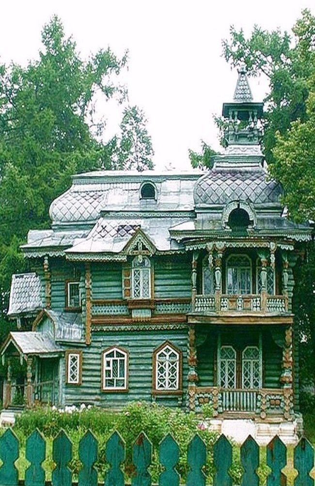 Nizhny Novgorod region of Volodarsk, Russia, Old Russian dacha. #Russian #wooden #house (Moomin style).   LOOK AT THOSE WINDOWS!