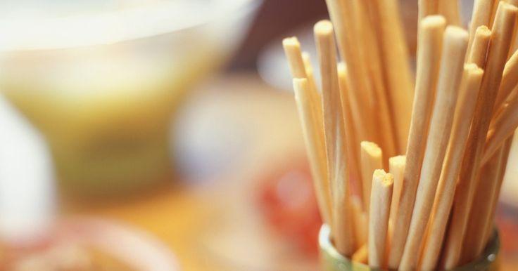 Como fazer palitos de pão no estilo do restaurante Olive Garden. O Olive Garden é uma famosa rede de restaurantes italianos com filiais nos Estados Unidos, Canadá e México, e seu delicioso palito de pão não pode faltar à mesa dos clientes. Se você ama esse tipo de petisco, é possível fazê-los no estilo Olive Garden em sua própria casa e comer sempre que quiser. Embora o restaurante mantenha o segredo dessa ...