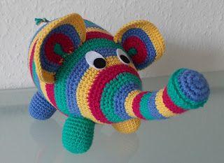 Hæklet elefant   Så har jeg lige forsøgt at lave mig første DIY, så håber jeg at den er til at forstå.   Hvis der er rettelser eller spørg...