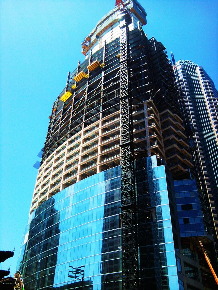 new  wilshire and  figueroa tower under construction