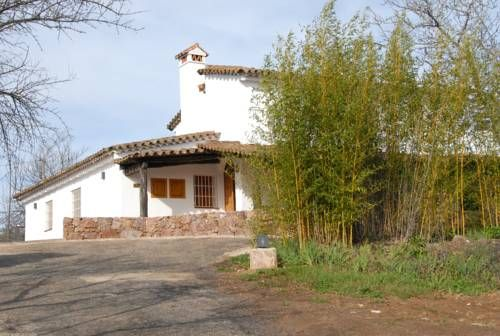 Finca Horno de Cal Aracena Offering a barbecue and views of the mountain, Finca Horno de Cal is situated in Aracena in the Andaluc?a Region, 800 metres from La Gruta de las Maravillas. Free private parking is available on site.