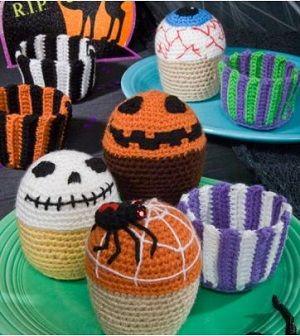 подарки на хэллоуин своими руками страшные вязаные кексы крючком  Crochet halloween idea. Halloween cake.
