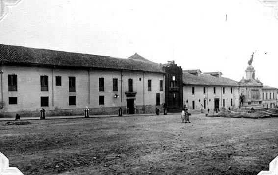 1907, Plazuela de San Agustiín - Bogotá, Colombia