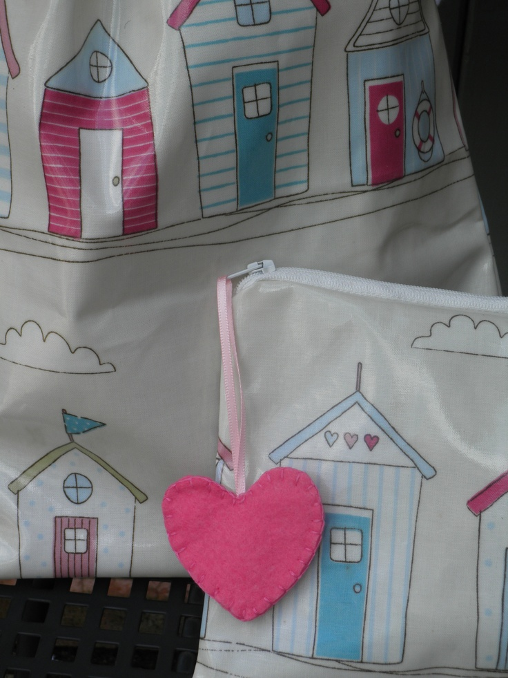 Beautiful Beachhuts washbag set in pink oilcloth. Fully lined washbag with matching make up bag with felt zip pull accessory.  www.etsy.com/shop/dagenaisdesign