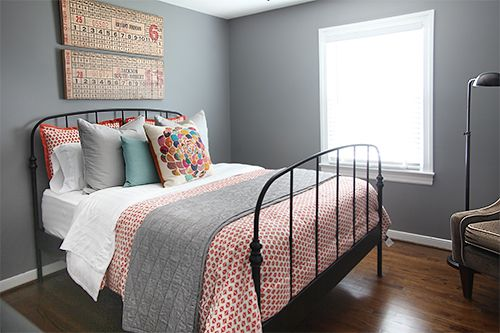 Guest Bedding // 7thhouseontheleft.com
