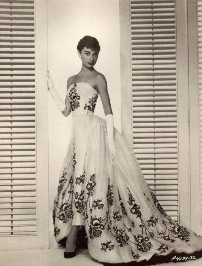В объективе Бада Фракера во время фотосессии для нового фильма «Сабрина». Октябрь 1953