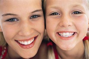 Sustituir las gafas por lentillas mejorar la autoestima de los menores
