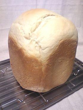 *HB*ダブルソフトみたいなふわふわパン   by   くまくまごろう  材料 (1斤分) 強力粉 280g ドライイースト3.6g 牛乳95㏄ 水100㏄ ショートニング 12g 砂糖30g 塩4g