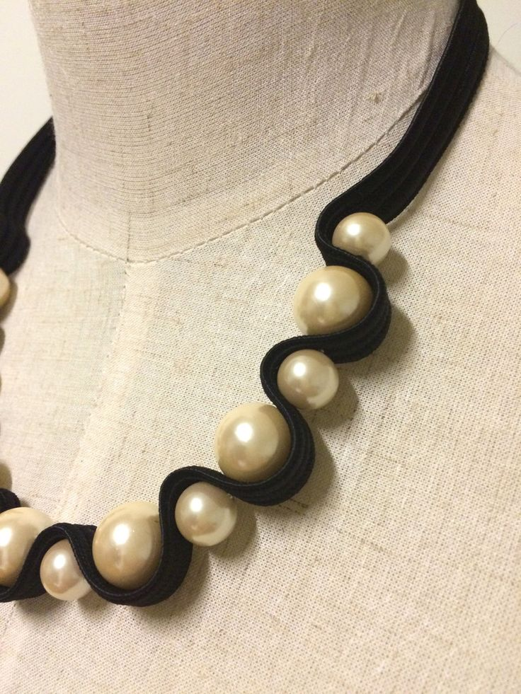 Pearl Necklace – black