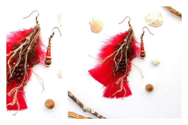 OktobeRöte (Ohrringe Federn unterschiedlich rot) von Ranitas Art auf DaWanda.com