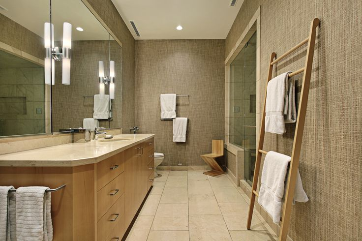 #Salledebain de style #transitionnel avec #murale. / #Transitional #bathroom with #wallsconce.