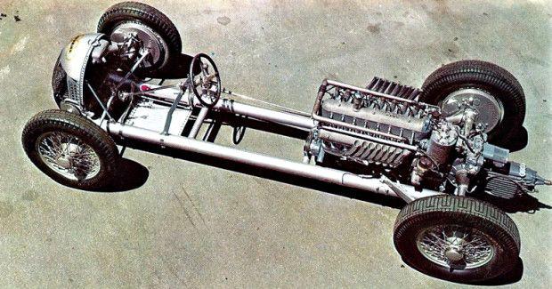 O motor era nada menos um V16 de seis litros com 32 válvulas e ângulo de 45 graus entre as bancadas de cilindros. Como muitos motores de corrida na época, ele era sobrealimentado por um compressor roots, e produzia 527 cv. Com 40% do peso na dianteira e 60% na traseira, o carro tendia ao sobre-esterço e em uma época em que o diferencial de deslizamento limitado não havia sido inventado, o carro destracionava facilmente acima de 240 km/h.