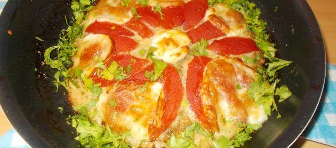 Meatzza: Een Soort Pizza Van Gehakt Tomaten En Mozzarella Zonder Deeg recept | Smulweb.nl