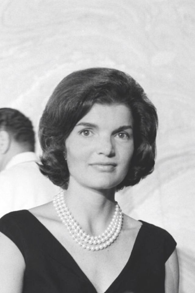 a biography of jacqueline kennedy onassis a first lady of the united states Buy jackie kennedy biography bio book: jackie onassis  first lady jacqueline lee  chapter 1-the biography of jackie kennedy onassis chapter 2- personal life.