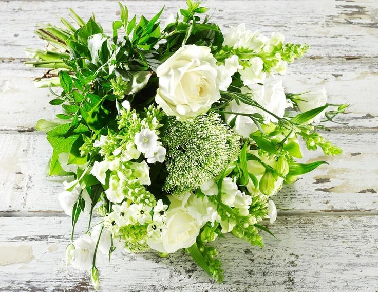 Smuk hvid buket | Happyflower.dk