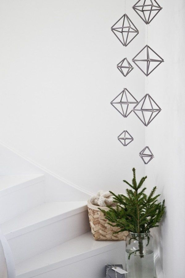 Beautiful, simple Danish Christmas DIY inspiration - geometric garlands. Bjørn Johan Stenersen -  2 at Home - Bo bedre