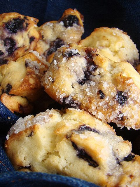 Recipe: Blueberry Scones Ingredients 2½ cups all-purpose flour 1/3 cup cane sugar 1 Tablespoon baking powder 1/2 teaspoon baking soda 1/2 teaspoon salt 1/2 teaspoon freshly grated nutmeg 1/2 cup Ea...