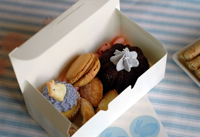 goodies to go: Gift Bags, Goodies, Gifts Bags, Desserts Features, Cute Cakes, Guest Desserts, Macaroons, Bunnies Inspiration