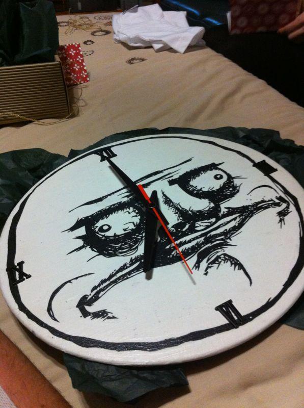 Handpainted meme clock - Me Gusto