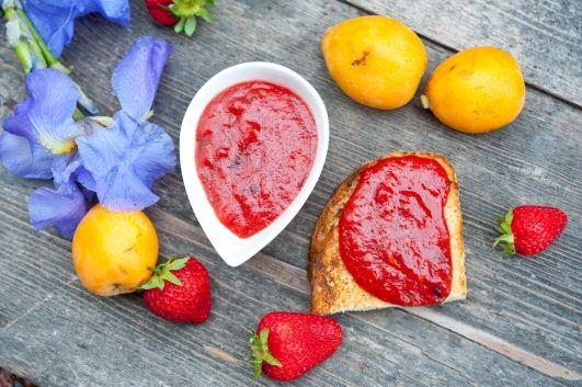 Мармелад из мушмулы и клубники с ванилью / Marmellata di nespole, fragole e vaniglia | Элла Мартино Рецепты Кулинарные туры Итальянская кухня