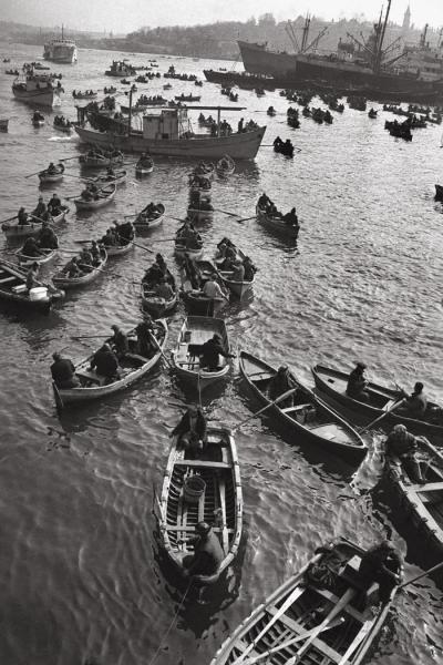 Ara Güler -1958 - Galata Balıkçılar