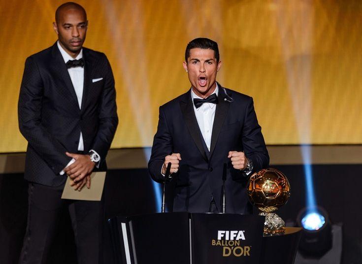 Désigné Ballon d'Or 2014, Cristiano Ronaldo a fait dans lasobriété lors de son discours de remerciements. Avant de finir par un étrange,et un peu gênant, cri à l'image de ses célébrations de buts. Une séquenceévidemment détournée depuis la cérémonie.