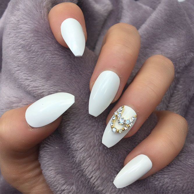 White coffin nails are the fabulous combo of classic and modern styles. Plus, the countless designs to try out will not leave any of you indifferent!