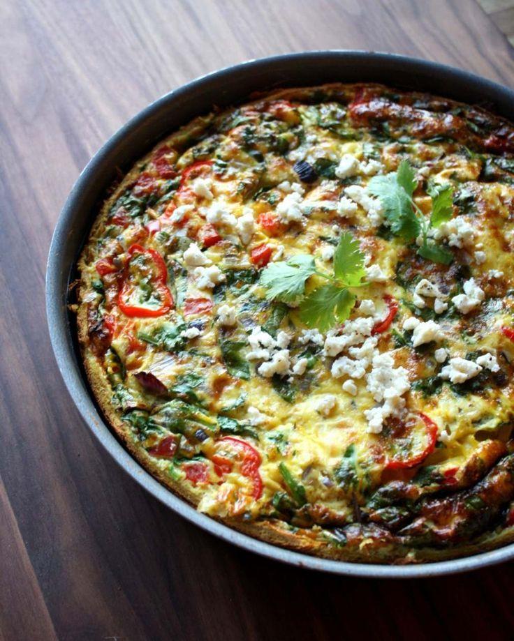 Grov søtpotetbunn* 1 søtpotet på ca. 350 g 1 egg 100-120 g (glutenfritt) havremel krydder  Fyll: melk, egg og grønnsaker etter eget ønske