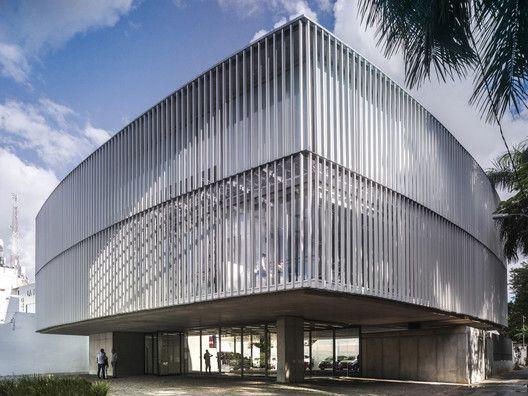 Puma Energy Paraguay Headquarters / Ruiz Pardo Nebreda