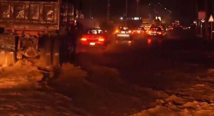 #DÜNYA Afganistan'da sel: 6 ölü: Afganistan'ın batısındaki Herat vilayetinde şiddetli yağışın yol açtığı selde 6 kişinin öldüğü bildirildi.