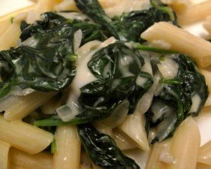 Penne with spinach and gorgonzola