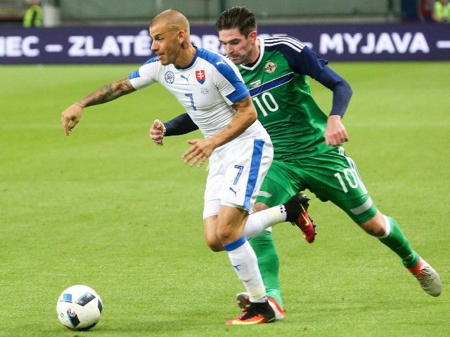 Groin injury suffered to Northern Ireland forward Kyle Lafferty 'not serious'