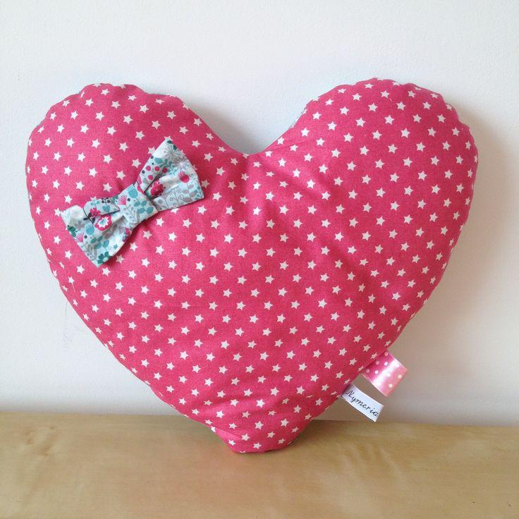 coussin en forme de coeur n 3 en tissu imprim toiles et tissu fleurs. Black Bedroom Furniture Sets. Home Design Ideas