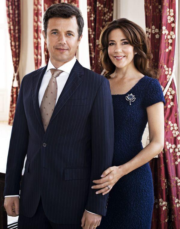 Nuevas fotos oficiales de Federico y Mary de Dinamarca en su décimo aniversario de boda #realeza #royalty