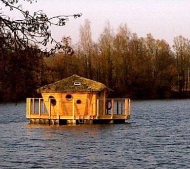 Cabane flottante, Franche-Comté, France