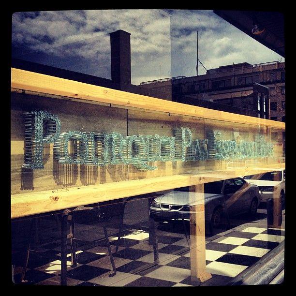 Les intenses et relevés parfums de #café @ Pourquoi Pas Espresso Bar http://instagr.am/p/J2iuF8RjAC/