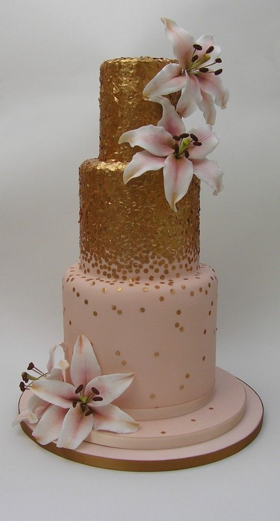 Gold sequins on a wedding cake. Yes please.