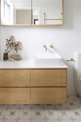 Caesarstone pure white benchtop with 4-drawer cabinet