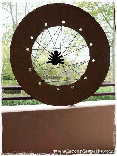 Bricolage d'Halloween : la carte à lacer toile d'araignée |La cour des petits