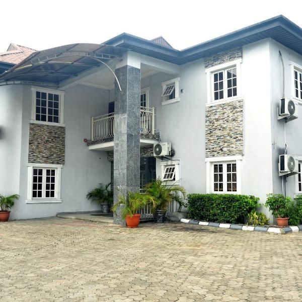 Royal Vantage Hotel And Suites Offering Free Wifi Royal Vantage Hotel And Suites Is Situated In Port Harcourt Featuring A 24 Hour Fr House Styles Hotel Suites