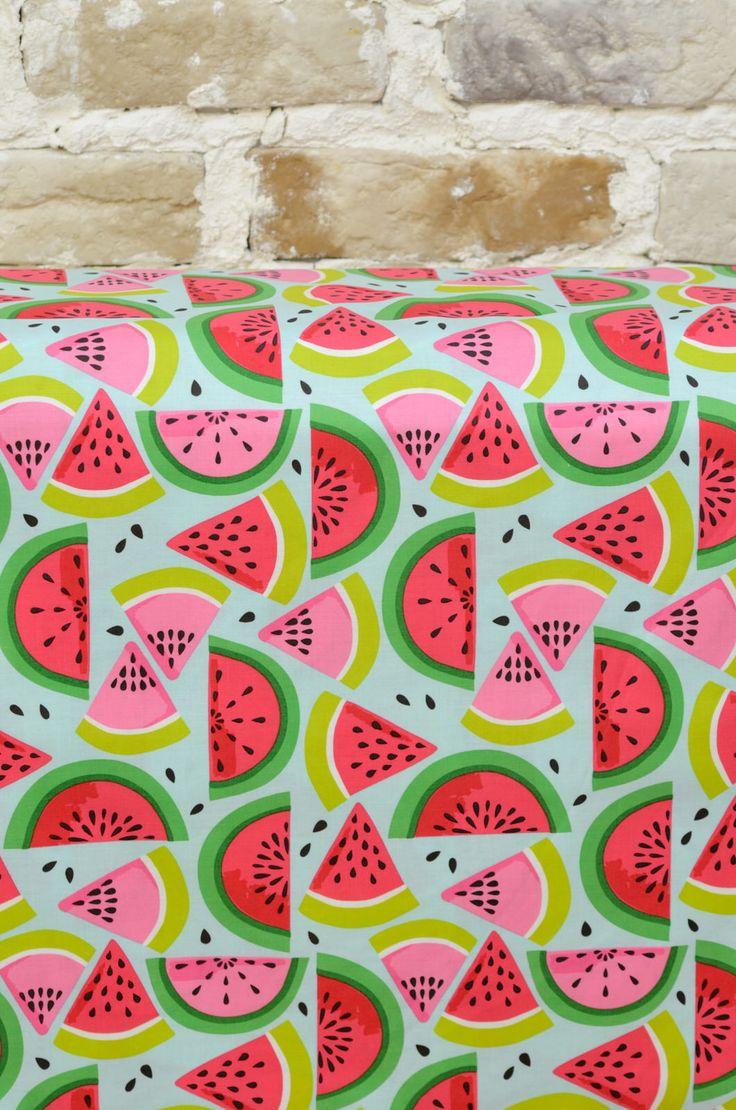 #Tela #estampada de #sandías en colores vivos, para #confección de vestidos de niña, ropa de bebe, blusas o faldas o #decoración. #fabrics #watermelon
